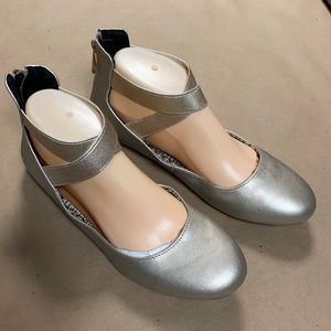 NWOT Daisy Fuentes Gold Ankle Strap Ballerina Flat